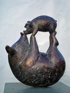What a touching statue of a mother pig and her baby. Sculptures Céramiques, Art Sculpture, Pottery Sculpture, Bronze Sculpture, Pig Art, Flying Pig, Ceramic Animals, Little Pigs, Oeuvre D'art