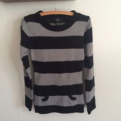 Black and Grey Sweater Rue 21 Black and Grey Sweater by Rue 21. Worn a handful of times. In good condition, from smoke free home. Size small Rue 21 Sweaters Crew & Scoop Necks