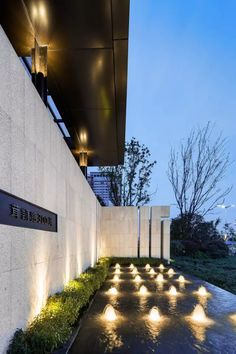 Some of the Most Common Landscape Design Features Landscape Walls, Garden Landscape Design, Landscape Lighting, Architecture Details, Landscape Architecture, Compound Wall Design, Modern Water Feature, Modern Fountain, Boundary Walls