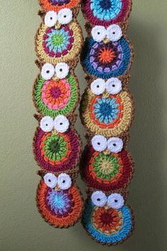 Crochet Pattern B HOO UR Scarf a crochet owl scarf von TheHatandIalice brans posted PATTERN colorful owl scarf to their -crochet ideas and tips- postboard via the Juxtapost bookmarklet.crochet owl scarf, who wants to make this for me? I can't crochet to s Crochet Owls, Crochet Motifs, Love Crochet, Crochet Animals, Crochet Shawl, Crochet Crafts, Crochet Projects, Knit Crochet, Crochet Patterns