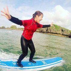I can fly 初めて立てた時のこの空を飛んだような(飛んだ事ないけど)感覚と喜びは言葉では言い表せません サーフィン難しいですかとよく聞かれます答えはひとつ 楽しいです(o) #seanasurf #surf #surfing #surfingschool #okinawa #シーナサーフ#サーフィンスクール#初心者歓迎#波に乗れた#ボードに立てた#クララが立った#飛びたい#沖縄#恩納村#真栄田#海