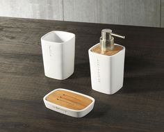 TFT Home Furniture | PL4011-C-WHITE | Sets of bath accessories polyresin and bamboo ' Natural