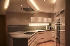 Bermuda-Dreieck für unförmigen Küchengrundriss - Fertiggestellte Küchen - Bauformat Bauformat Cube130, Fronten Rhodos weiß