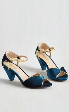 Curiosity Heel in Sapphire Velvet. The allure of these blue velvet heels by Seychelles have piqued your interest, and judging by the awed expressions of passersby, they intrigue everyone else as well! Dr Shoes, Blue Shoes, Me Too Shoes, Shoes Heels, Heeled Sandals, 1950s Fashion Shoes, Retro Fashion, Fashion Dresses, Blue Velvet Heels