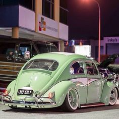 Volkswagen ○○ Pastel Green Mint with White Accents. Vw Bugs, Vw Volkswagen, Vw T1, Carros Retro, Combi Wv, Hot Vw, Bug Car, Vw Vintage, Ferdinand Porsche