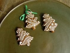 Zasněžené / Zboží prodejce dekor.perník | Fler.cz Christmas Tree Cookies, Iced Cookies, Christmas Gingerbread, Holiday Cookies, Christmas Desserts, Christmas Treats, Cake Cookies, Cookies Decorados, Galletas Cookies