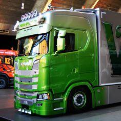 Foto's online na een top weekend op het Mega Trucks Festival in Den Bosch. Kijk op v8power.nl. #truckshow #veenplant #s520 #v8 #combi #passion #denbosch #megatrucksfestival #truckporn #max #holland Show Trucks, Used Trucks, Scania V8, Truck Paint, Sale Promotion, Cool Paintings, Buses, Trailers, Van