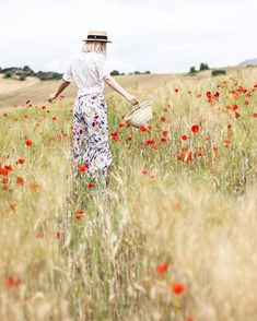 WEEKEND  . . . #dollactitud #outfit #weekendlover #kokorolove #flowers #fields #amapolas #spring #summertime #inspo #fashioninspiration