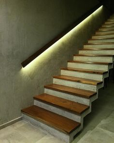 55 Me gusta - estudio AM arquitectos Loft Stairs, House Stairs, Wooden Staircases, Stairways, Interior Stairs, Interior Architecture, Escalier Art, Stairway Lighting, Concrete Stairs