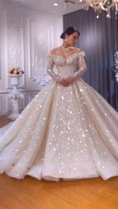 Fancy Wedding Dresses, Wedding Dress Trends, Princess Wedding Dresses, Wedding Attire, Bridal Dresses, Wedding Gowns, Bridesmaid Dresses, Wedding Ideas, Quince Dresses
