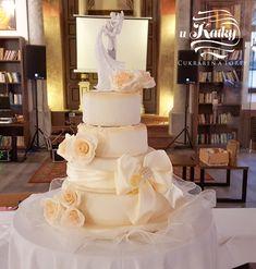 Svadobná torta z našej dielne v Synagóga Café (ospravedlňte nižšiu kvalitu)  #svadba #trnava #torta Crassula Ovata, Cupcake Shops, Heart Melting, Cake Cookies, Cake Decorating, Wedding Cakes, Bakery, Treats, Wedding Dresses