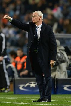Head coach Claudio Ranieri of Leicester City gives instructions during the UEFA Champions League match between FC Porto and Leicester City FC at...