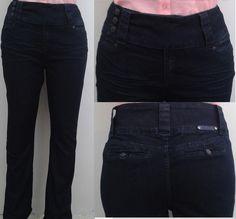 Para gustos más sobrios, pero no por eso menos favorecedores o chic tenemos estos jeans en azul obscuro y corte recto, con marcas en la parte del frente. Bonus: si tu cadera es más angosta que tu busto y espalda estos jeans te ayudarán a equilibrar la figura.