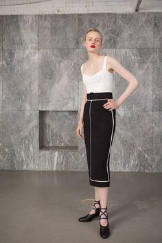 The complete Emilia Wickstead Resort 2019 fashion show now on Vogue Runway. Mature Fashion, Fashion Over 50, Cute Fashion, Passion For Fashion, Fashion Outfits, Women's Runway Fashion, Fashion News, Campaign Fashion, Vogue
