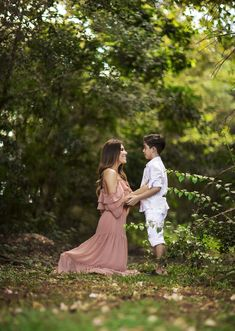 Mommy Daughter Pictures, Mommy And Son, Mom Son, Mother Son Photography, Photography Poses Women, Children Photography, Mom And Son Outfits, Family Picture Outfits, Boy Birthday Pictures