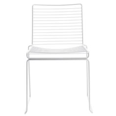 HEE DINING CHAIR HAY by Hee Welling Rec. From 1589 KR vat included The Hee family from HAY consist of a dining chair, lounge chair and a barstool. The Hee chair is simultaneously strong and light and made in a cold Hay Chair, Outdoor Chairs, Outdoor Furniture, White Dining Chairs, Metal Structure, Minimalist Design, Contemporary Design, Bar Stools, Home Decor