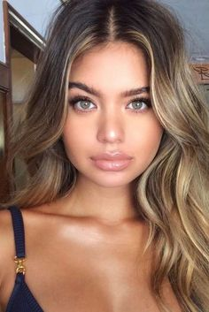 How to Get Blond: Learn step by step how to make the transition from dark hair to clear hair - Brown Hair Hairstyles Hair Color Balayage, Hair Highlights, Natural Highlights, Haircolor, Brunette Hair, Blonde Hair, Hair Inspo, Hair Inspiration, Cabelo Ombre Hair