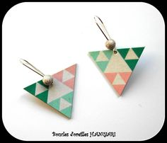 Boucles d'oreilles percées triangles renversés couleurs pastel vert et rose, style aztèque et graphique H.ANGIARI