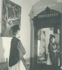 New Frida Kahlo Exhibit Features Rare Images Captured by Legendary Photographers - My Modern Met