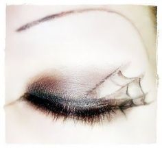 Spiderweb Eyeliner -- Patterson I think you need to add this to your Halloween board :) Holidays Halloween, Halloween Party, Halloween Costumes, Halloween Ideas, Glam Makeup, Eye Makeup, Makeup Art, Creepy Makeup, Costume Makeup