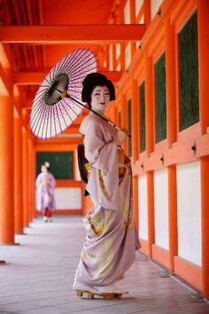 A little bit of Japan: 画像 Kyoto, Champagne Homecoming Dresses, Modern Dance Costume, Kabuki Costume, Geisha Japan, Disney Princess Movies, Memoirs Of A Geisha, Contemporary Dance, Japan Photo