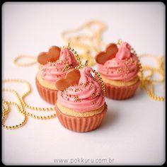 colar cupcake morango com caramelo