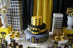 Batman también cumple años                                                                                                                                                                                 Más