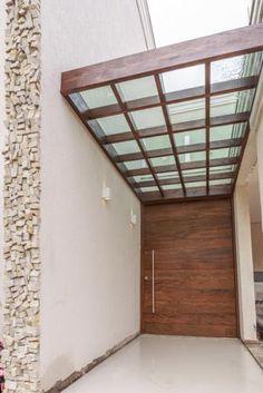 Cliente Itabirito - Porta Pivotante e pergolado com cobertura de vidro