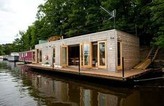 Modern Floating House Architecture Around the World - Trailer Casa, Cabana, House Boats For Sale, Floating Architecture, House Architecture, Houseboat Living, Houseboat Ideas, Water House, Water Life