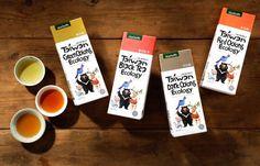 упаковки травяного чая на деревянном столе
