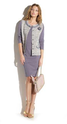978cd47be8 Total look falda tubo y jersey color índigo a conjunto chaqueta estilo  Chanel con acabados de tejano.