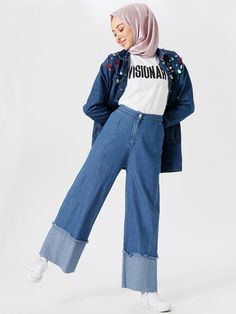 Bénin Jeans jambe large Hijab Combos - Lilly is Love Hijab Casual, Hijab Chic, Hijab Fashion Casual, Bluse Outfit, Hijab Outfit, Warm Outfits, Stylish Outfits, Modest Fashion, Fashion Outfits