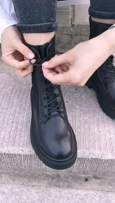 Diy Clothes Life Hacks, Diy Clothes And Shoes, Diy Clothes Videos, Clothing Hacks, Ways To Lace Shoes, How To Tie Shoes, Teen Fashion Outfits, Mode Outfits, Fashion Shoes