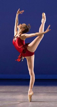 Rubies ❤ Ballet Poses, Dance Poses, Ballet Dancers, Photos Corps, Princesa Tutu, Flexibility Dance, Ballet Images, Ballet Performances, Ballerina Dancing