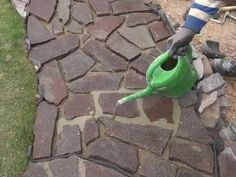Best Pins Live - Just another WordPress site Backyard Walkway, Flagstone Walkway, Diy Patio, Walkway Ideas, Landscape Design, Garden Design, Patio Tiles, Concrete Patio, Home Landscaping