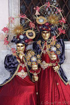 Carnevale in Venice Venice Carnival Costumes, Mardi Gras Carnival, Venetian Carnival Masks, Mardi Gras Costumes, Carnival Of Venice, Venetian Masquerade, Masquerade Ball, Costume Venitien, Costume Carnaval