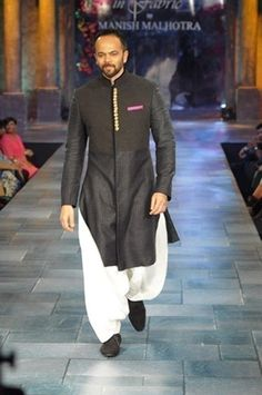 We bring to you the latest sherwani trends worn by top Bollywood celebrities. Mesmerize your bride with these dapper groom looks to die for. Get the latest Groom trendz @ Weddingz! Mens Sherwani, Kurta Men, Wedding Sherwani, Boys Kurta, Indian Men Fashion, India Fashion, Boy Fashion, Muslim Fashion, Fasion