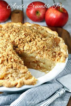 Apple Crumble Pie Recipe -- Traditional apple pie filling topped off with a pecan and brown sugar streusel. #pies #desserts #apples #recipes Breakfast Bread Recipes, Healthy Dessert Recipes, Just Desserts, Delicious Desserts, Fall Crockpot Recipes, Apple Recipes, Fall Recipes, Apple Crumble Pie, Apple Pie