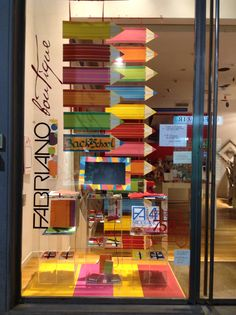 Vuelta al cole: window display design, store window displays, back to school displays Visual Merchandising, Stationary Shop, Stationery Store, Window Display Design, Store Window Displays, Shop Interior Design, Store Design, Design Shop, Back To School Displays