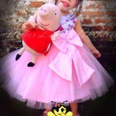 Vestido Peppa Pig CURTO! Vestido Peppa Pig, Peppa Pig Birthday Invitations, Girls Dresses, Flower Girl Dresses, Wedding Dresses, Fashion, Party Dress, Kids Part, Handmade Dresses
