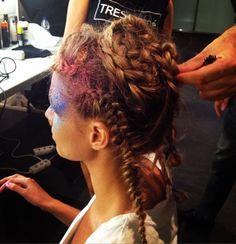 Trenzas inspiradas en las constelaciones #hairstyle #SS15 #MBFW #TRESemmé