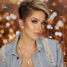 Latest Short Haircuts for Women - Short Hairstyle - The UnderCut - - Latest Short Haircuts for Women – Short Hairstyle – The UnderCut short hairstyles for women ideas Pixie-Haircut-Shaved-Side Neueste Kurzhaarschnitte für Frauen – Kurzhaarfrisur Short Hair Cuts For Women, Short Hairstyles For Women, Hairstyles Haircuts, Funky Hairstyles, Scene Hairstyles, Hairstyles With Shaved Sides, Pixie Cut Hairstyles, Short Undercut Hairstyles, Undercut Pixie Haircut