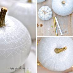 Kürbis-DIY mit Spitzenmuster Diy Inspiration, Fall Diy, Halloween Diy, Joy, Autumn, Painting Pumpkins, Autumn Decorations, Decorating, Homemade