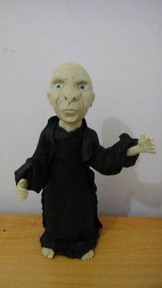 Boneco modelado em porcelana fria, para compor mesa decorada de festa tema Harry Potter.  No ato do fechamento, favor informar o cep para calculo do frete, que é por conta do cliente, obrigada. R$ 90,00