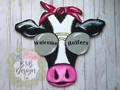 Welcome Heifer Door Hanger Wooden Door Hangers, Wooden Doors, Wooden Projects, Wood Crafts, Diy Projects, Animal Cutouts, Wood Cutouts, Animal Decor, Painted Doors