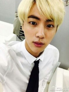 (っ◔◡◔)っ Worldwide Handsome BTS' Official Kim Seokjin Thread ❤ Bts France, Bangtan France, Seokjin, Miley Cyrus Short Hair, Bts Bangtan Boy, Jimin, Short Hair Back View, Hip Hop, Bts Twt