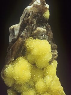 Hydroboracite on Gorgeyite / Kazakhstan. Named for the composition (water, borate). [CaMgB6O8(OH)6 3(H2O)]