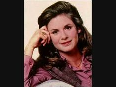 Actress Stephanie Zimbalist turns 58 today - she was born in Daughter of famed actor Efrem Zimbalist, Jr., she's known by many for her role as Laura Holt in the hit TV series Remington Steele. Stephanie Zimbalist, Hollywood Stars, Classic Hollywood, Mejores Series Tv, Julie Walters, Old Tv Shows, Female Stars, Elle Fanning, Iconic Women