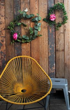 Pretty pretty pretty! We used RTC greenery and hot pink peony stems to create these simple wreaths for a local business. Not a bad place to kick up your feet and relax 😎#rtcfloral #greeneryinstallation #courtyard #mexicandesign #greenery #interiordesign