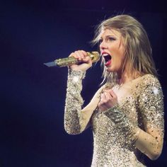 Taylor performing Out of the Woods during the 1989 World Tour in Charlotte 6.8.15